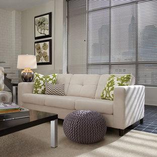 Großes, Fernseherloses, Offenes Modernes Wohnzimmer ohne Kamin mit beiger Wandfarbe und Schieferboden in Sonstige
