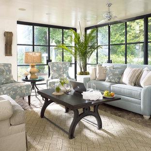 Foto de sala de estar industrial, pequeña, con suelo de ladrillo