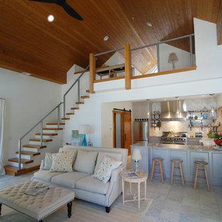 シンシナティの大きいビーチスタイルのおしゃれなファミリールーム (白い壁、セラミックタイルの床、暖炉なし、テレビなし、グレーの床) の写真