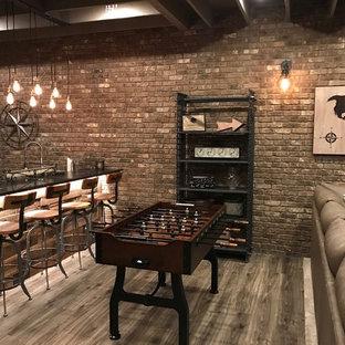 アトランタのインダストリアルスタイルのおしゃれなファミリールーム (無垢フローリング、グレーの床) の写真