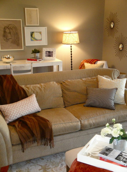 Eclectic Family Room by Ana Alicia Wilmer Vacalis