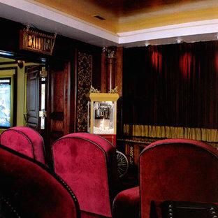 Immagine di un grande soggiorno con pareti verdi e TV a parete