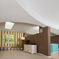 modern family room by Rochman Design-Build Inc.