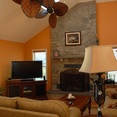 traditional family room by Barbara Pettinella