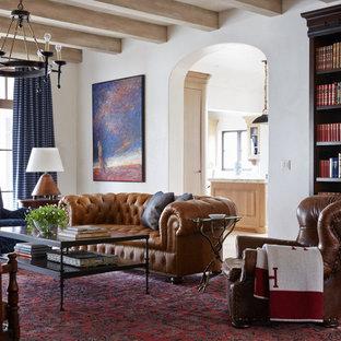 Fernseherlose, Offene, Große Mediterrane Bibliothek mit weißer Wandfarbe, Kalkstein und beigem Boden in Jacksonville
