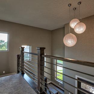 Ispirazione per un grande soggiorno contemporaneo stile loft con pareti grigie, moquette e pavimento grigio