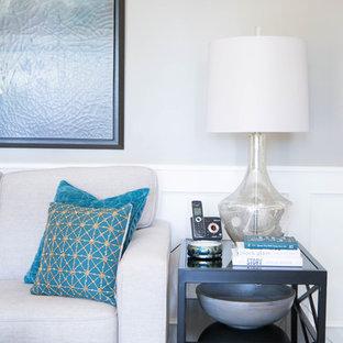 Réalisation d'une salle de séjour tradition de taille moyenne et fermée avec un mur beige, un sol en bois foncé, une cheminée standard, un manteau de cheminée en bois, un téléviseur encastré et un sol beige.