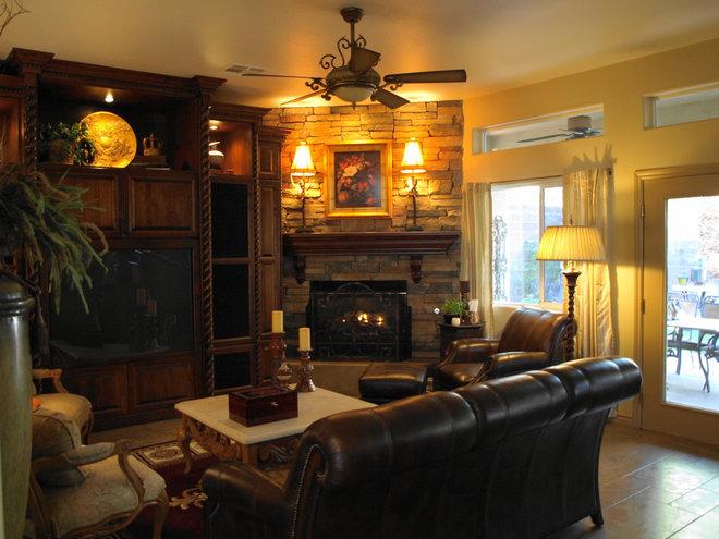 Traditional Family Room kgrahi