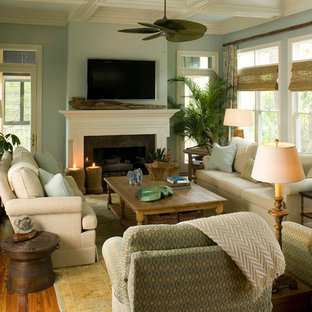 Tropical family room in Charleston.