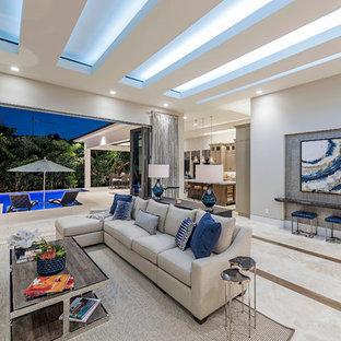 Idée de décoration pour une salle de séjour tradition de taille moyenne et ouverte avec un mur gris, un sol en marbre, aucune cheminée et un téléviseur fixé au mur.