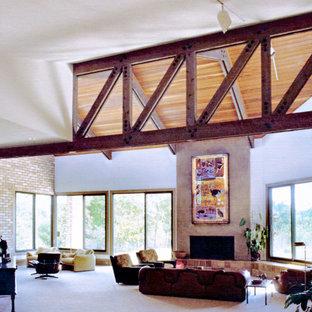 オースティンの広いコンテンポラリースタイルのおしゃれなオープンリビング (ゲームルーム、ベージュの壁、カーペット敷き、標準型暖炉、レンガの暖炉まわり、ベージュの床) の写真