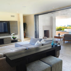 Beach Style Family Room by O plus L