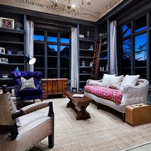 Foto de sala de estar tradicional con suelo de cemento