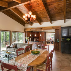 Traditional Family Room by THE OHIO VALLEY GROUP, INC.