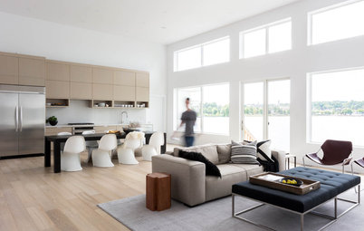 Houzz Tour: Simplicity Rules in a Canadian Lake House
