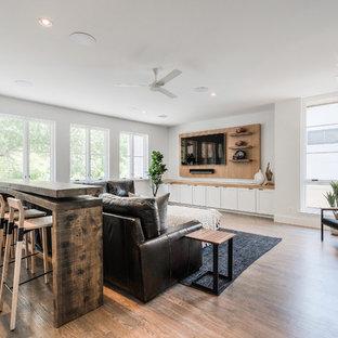 Idee per un grande soggiorno minimal aperto con sala giochi, pareti bianche, parquet chiaro, nessun camino e parete attrezzata