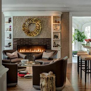 ボストンの中サイズのトラディショナルスタイルのおしゃれな独立型ファミリールーム (ホームバー、茶色い壁、濃色無垢フローリング、標準型暖炉、タイルの暖炉まわり、テレビなし、茶色い床) の写真
