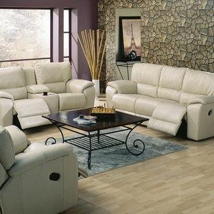Esempio di un soggiorno classico di medie dimensioni con pareti viola e parquet chiaro