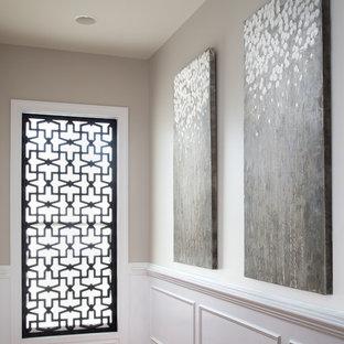 ワシントンD.C.の大きいラスティックスタイルのおしゃれなファミリールーム (グレーの壁、無垢フローリング、標準型暖炉、石材の暖炉まわり、コーナー型テレビ、茶色い床) の写真