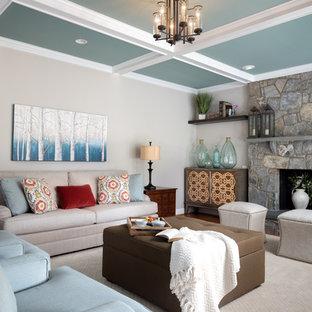 ワシントンD.C.の大きいトランジショナルスタイルのおしゃれなファミリールーム (グレーの壁、無垢フローリング、標準型暖炉、石材の暖炉まわり、コーナー型テレビ、茶色い床) の写真
