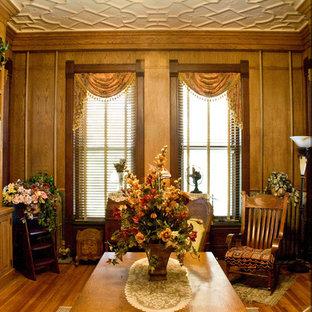 シカゴのヴィクトリアン調のおしゃれなファミリールームの写真