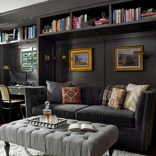 Idées déco pour une salle de séjour avec une bibliothèque ou un coin lecture classique avec un mur noir, un sol en bois foncé et un sol marron.