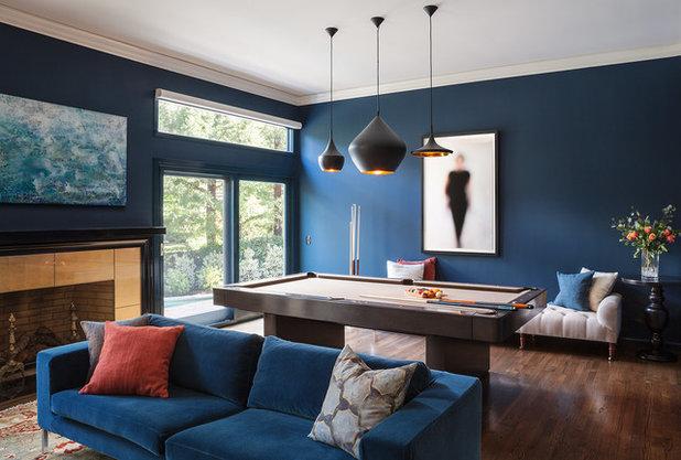 Harmonie pur: Wand und Sofa in der gleichen Farbe