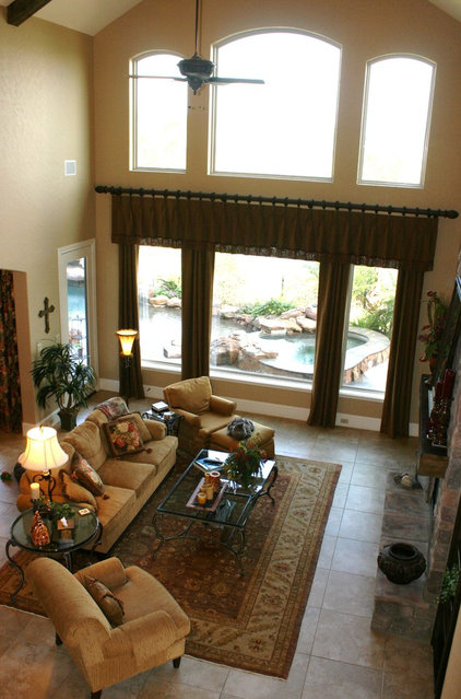 Traditional Family Room Living Rm