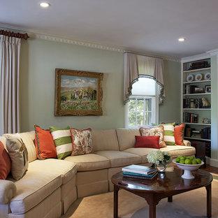 Ispirazione per un soggiorno chic con pareti verdi