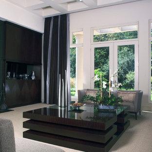 Foto de sala de estar abierta, contemporánea, grande, sin televisor, con paredes blancas y moqueta