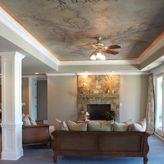 family room by Grainda Builders, Inc.