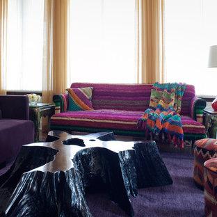 Immagine di un soggiorno boho chic con pareti bianche, pavimento viola e moquette