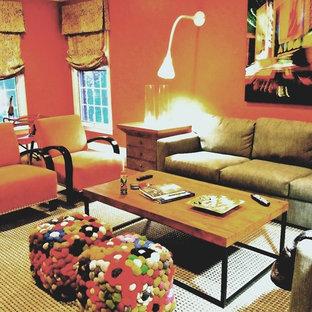 Foto di un soggiorno contemporaneo di medie dimensioni e chiuso con sala della musica, pareti arancioni, moquette, nessun camino e TV a parete
