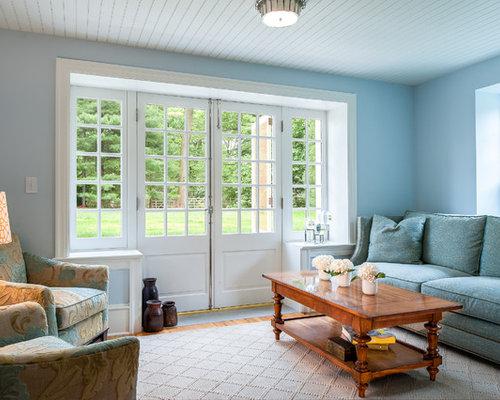 Petite salle de s jour avec un mur bleu photos et id es for Salle de sejour bleu