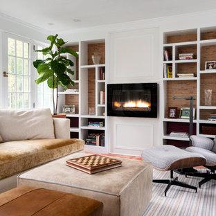Cette photo montre une salle de séjour avec une bibliothèque ou un coin lecture chic de taille moyenne et fermée avec un mur blanc, une cheminée ribbon, un sol en carreau de terre cuite et un sol rouge.