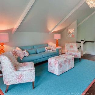Exemple d'une grande salle de séjour chic ouverte avec un mur bleu, un sol en bois foncé et un téléviseur fixé au mur.