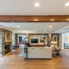 Modern Family Room by West Coast Dream Homes Ltd.