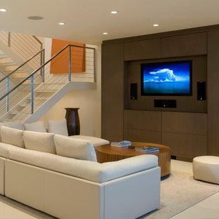 Esempio di un soggiorno design aperto e di medie dimensioni con pareti bianche, parete attrezzata, nessun camino e pavimento beige