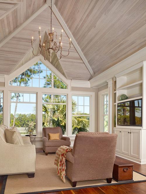 salle de s jour bord de mer avec un t l viseur encastr. Black Bedroom Furniture Sets. Home Design Ideas