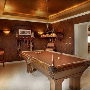 Immagine di un soggiorno stile rurale con sala giochi