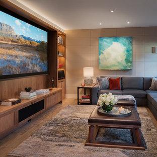Exemple d'une salle de séjour tendance de taille moyenne et fermée avec un mur beige, un sol en bois clair, aucune cheminée, un téléviseur encastré et un sol marron.