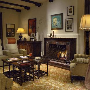 ロサンゼルスのラスティックスタイルのおしゃれなファミリールーム (タイルの暖炉まわり) の写真