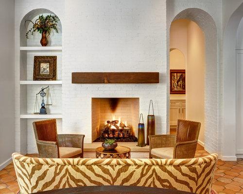 mediterrane wohnzimmer mit kaminsims aus backstein ideen design bilder houzz. Black Bedroom Furniture Sets. Home Design Ideas