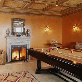 サンフランシスコのサンタフェスタイルのおしゃれなファミリールーム (ゲームルーム、オレンジの壁) の写真