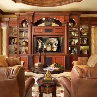 Esempio di un soggiorno mediterraneo di medie dimensioni e aperto con angolo bar, pareti beige, pavimento in gres porcellanato, parete attrezzata, pavimento beige e nessun camino