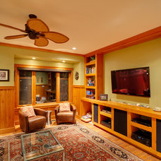 Traditional Family Room by Pheasant Hill Homes Ltd.