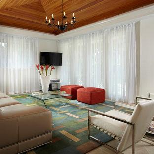 Idee per un soggiorno minimal di medie dimensioni con pareti bianche, pavimento in marmo e TV a parete