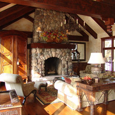 Traditional Family Room by Bruce Knutson Architects