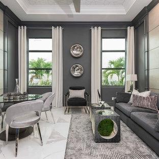 Cette image montre une salle de séjour design avec un mur gris, aucune cheminée, un téléviseur fixé au mur et un sol multicolore.