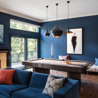 Exemple d'une grande salle de séjour tendance avec salle de jeu, un mur bleu, un sol en bois foncé, une cheminée standard et un manteau de cheminée en carrelage.